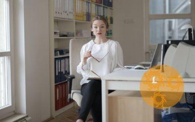 Blijf soepel: Yoga op je bureaustoel