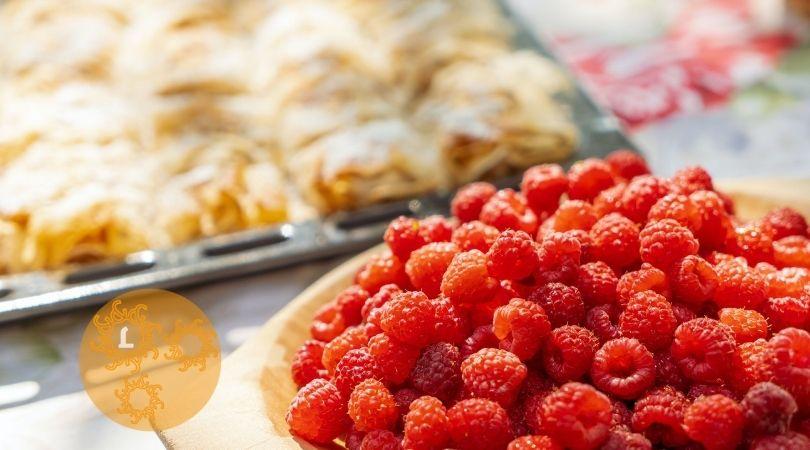 Valentijnrecept: Filodeegbakjes met witte chocolade en frambozen