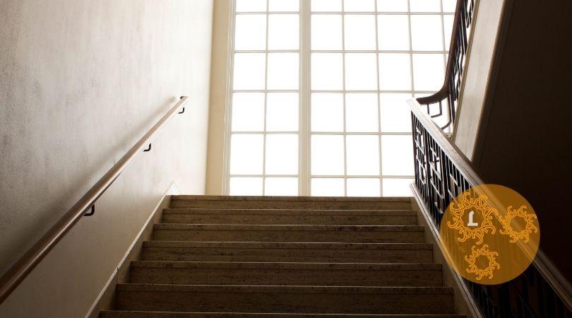 Troostgedicht: ontmoeting op de trap